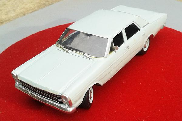 """Em 1970 a Ford lança um Galaxie """"depenado"""", um pouco mais barato para encarar a concorrência do GM Opala e Dodge Dart"""