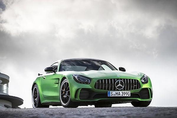 Mercedes AMG-GT, mas pode chamá-lo ´Diabo Verde´