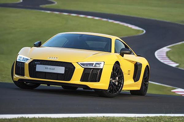 Audi R8: carro de corridas confortável