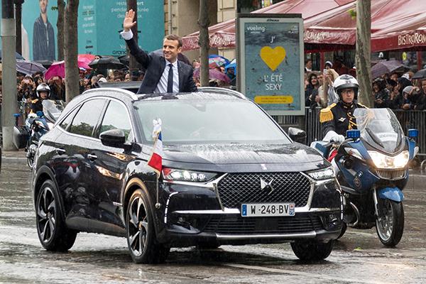 Macron no luxuoso (e ainda não lançado) DS 7