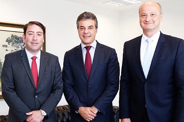 Curitiba, durante cerimônia com o governador do Estado do Paraná, Beto Richa; Olivier Murguet, presidente da Renault América Latina; e Luiz Pedrucci, presidente da Renault do Brasil