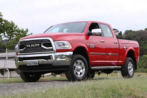 RAM 2500, uma ex-Dodge. Com ela você não chega: causa