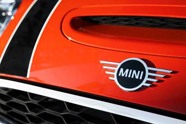 BMW muda outra vez o logotipo da marca MINI