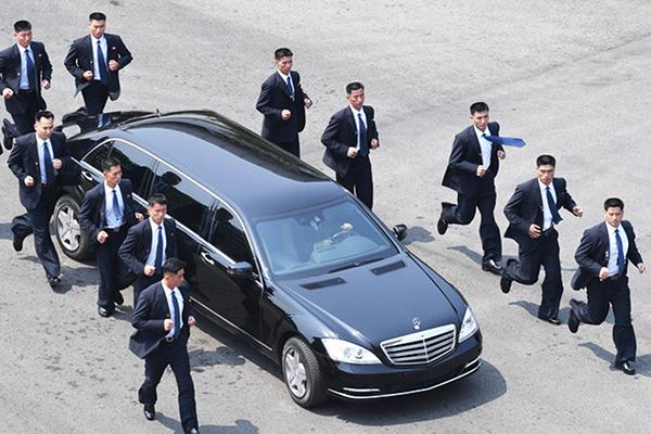 Classe S do ditador Kim Jong-un e sua impensável privada ambulante...