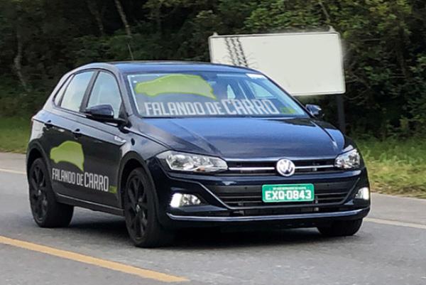 Polo GTS, ainda disfarçado, deverá estar no Salão de São Paulo (Flagra: site Falando de Carro)