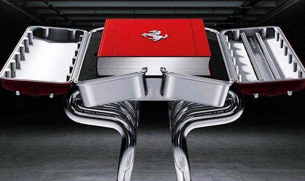Mesa inspirada em motor V12 Ferrari. Acompanha o livro. A fim?