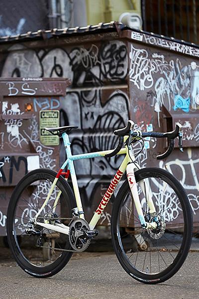 Conceito espetacular de mobilidade: a bicicleta é 100% silenciosa, não polui, dá pra guardar em qualquer lugar, tem baixíssimo custo de manutenção e ainda faz bem ao coração!