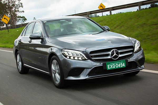 Mercedes-Benz Classe C mudou frente e interior. Aqui o EQ Boost